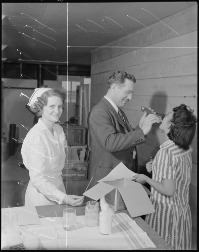 granada_relocation_center_amache_colorado-1-_doctor_gerald_a-_duffy_resident_physician_examining_-_-_-_-_nara_-_538744